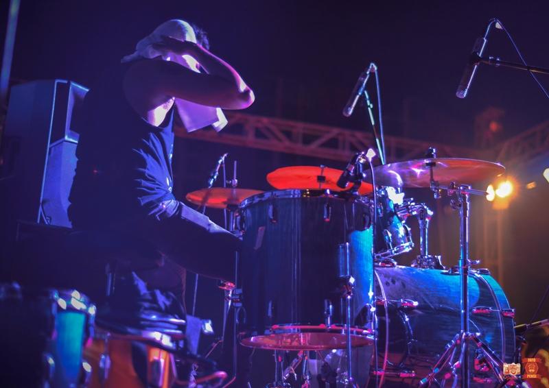 Drummer yang keringetan di pensi sman 26 Jakarta sparctix